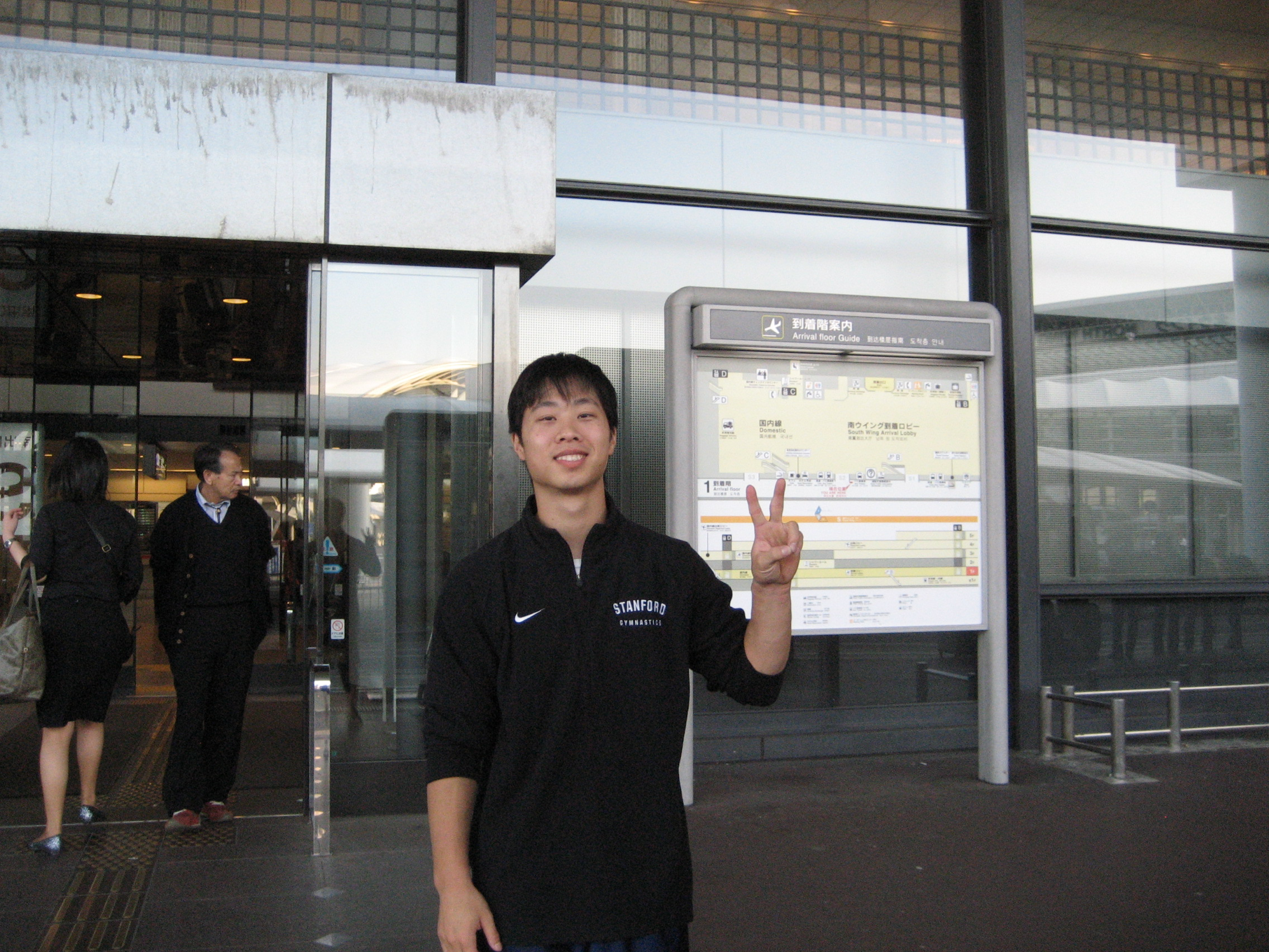 I'm finally here! Throwin' up the peace sign. Of course, I'm in Asia! It'll be my default sign for the next 3 months.